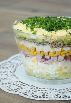 Layered salad with egg, ham and cucumber - Aniołki - Makaron Spinach Recipes, Salad Recipes, Vegetarian Recipes, Cooking Recipes, Healthy Recipes, Rabbit Food, No Cook Meals, Easy Meals, Food And Drink