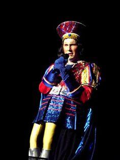 Popkulttuuria ja undergroundia: Tyko Sallisen näyttely HAMissa ja näytelmä TAJU. Tyranni oli myös Shrekissä