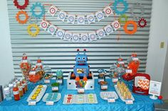 How much do I love this robot birthday party? Carol at Partylicious Events is known for her amazing children's parties. So when it came to planning her own son's birthday, I wouldn't expect it to be any different. She threw this robot birthday party for her son's fifth birthday. And I think it is terrific. Carol says she had been looking forward to throwing this event for quite some time, and the result is just about perfect!