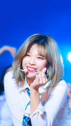 ugh she's so BRIGHT i love her (Jeongyeon - Twice) Super Short Hair, Short Hair Cuts, Short Hair Styles, Nayeon, Kpop Girl Groups, Korean Girl Groups, Kpop Girls, Suwon, Extended Play