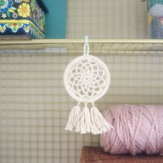 Free Pattern: Mini Dream Catcher – Picot Pals I've always wanted to make my own but the prospect of learning a new craft seemed a little daunting. This dream catcher can be made with (mostly) basic crochet skills. I got the idea… Crochet Dreamcatcher Pattern Free, Motif Mandala Crochet, Picot Crochet, Crochet Diy, Crochet Motifs, Crochet Basics, Thread Crochet, Crochet Home, Crochet Gifts