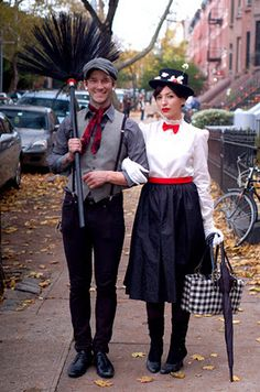 Rio posted DIY Couples Halloween Costumes - Mary Poppins with Bert and more. to their -halloween time!- postboard via the Juxtapost bookmarklet. Costume Halloween, Homemade Halloween Costumes, Halloween Kostüm, Holidays Halloween, Halloween Clothes, Costume Mary, Vintage Halloween, Halloween Costumes For Brunettes, Brother Halloween Costumes