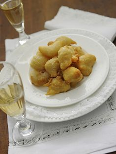 Da piatto povero a splendido antipasto: le zeppole 'e pasta crisciuta napoletane sono l'ideale con salumi e formaggi! Scopri la ricetta su Sale&Pepe!