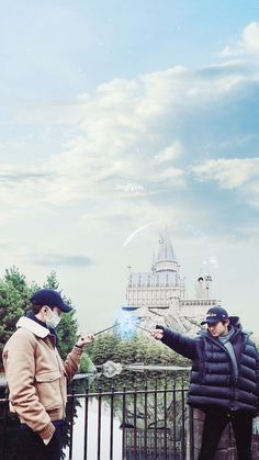 Sehun and Chanyeol in The Wizarding World of Harry Potter, I want to go there 😭
