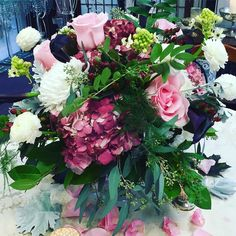 Common spring #centerpieces #samples #hydrangea #amazingvenues #weddings #eucalyptus #ornito #arabicum #roses #ranunculus #onruffled #vines #theknot #cutflowers #mystyle #dvflora #flowers #bryllupsblomster #hochzeitblumen #loveflowers by betinas
