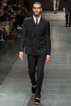 http://www.style.com/slideshows/fashion-shows/spring-2016-menswear/dolce-gabbana/collection/41
