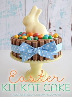 Easter Kit Kat Cake + Good Friday Meal Plan Idea Tips, ideas and inspiration to clean, declutter and organise your home. Plus loads of family friendly recipes and lunchbox ideas. Holiday Treats, Holiday Recipes, Easter Recipes, Dessert Recipes, Chocolate Caramel Slice, Chocolate Cheesecake, Chocolate Ganache, Desserts Ostern, Cake Kit