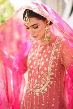 Asian Wedding Dress Pakistani, Pakistani Fashion Party Wear, Indian Party Wear, Pakistani Dress Design, Pakistani Dresses, Embroidery Suits Punjabi, Embroidery Suits Design, Party Wear Dresses, Party Dress