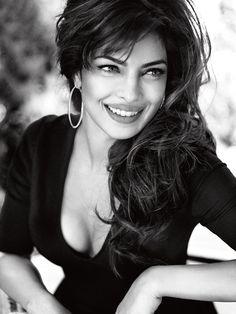 Priyanka Chopra, from Bollywood to the first Indian face of Guess Priyanka Chopra Sexy, Actress Priyanka Chopra, Bollywood Actress, Bollywood Celebrities, Modelos Guess, Bollywood Stars, Bollywood Fashion, Indian Bollywood, Miss World 2000