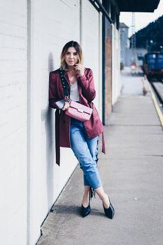 Heute geht es auf meinem Mode und Style Blog um die Eyelet Jeans aka dem Fashion Forward Denim Trend der Stunde. Mehr dazu und zu meinem Outfit jetzt online!