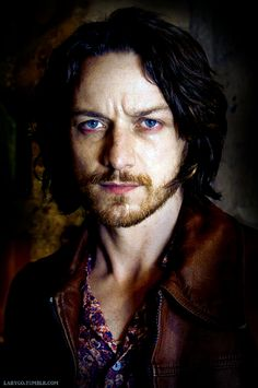 JAMES MCAVOY-PROFESOR CHARLES XAVIER-X-MEN... I know he his Scottish but those eyes!!!