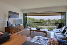 Lighthouse Road - James Cook Apartments Holiday Apartment Byron Bay