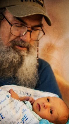 Duck Dynasty's Uncle Si and new grandson, Wyatt take the world on together. Photo credit: Jodi Barder, Capture This Moment Photografie Faith In Love, My Love, Duck Dynasty Family, Dynasty Tv, Robertson Family, Sadie Robertson, Duck Calls, Quack Quack, Duck Commander