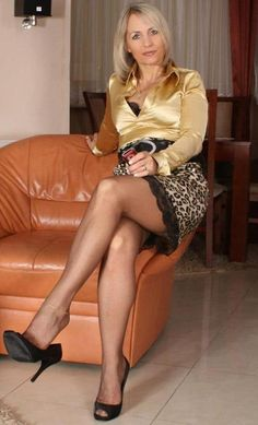 In praise of all the mature dominant women in the world with that natural air. Beautiful Old Woman, Beautiful Legs, Gorgeous Lady, Sexy Older Women, Sexy Women, Satin Bluse, Ageless Beauty, Black Stockings, Great Legs