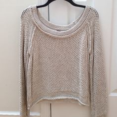 Free People Sweater Free People Scoop Neck Short Sweater. 65% Cotton 35% Acrylic. In excellent condition. Free People Sweaters Crew & Scoop Necks