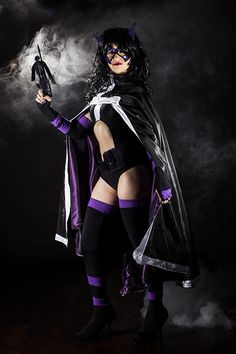 Character: Huntress (Helena Bertinelli) / From: DC Comics 'Birds of Prey' / Cosplayer: That Vegan Cosplayer