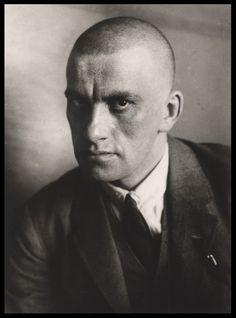 vladimir mayakovsky (by alexander rodchenko)