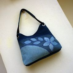 džíska lístečková duha 4 / Zboží prodejce jarama | Fler.cz Jeans Denim, Denim Purse, Denim Crafts, Purse Patterns, Fabric Bags, Handmade Purses, Patchwork Bags, Quilted Bag, Flower Bag