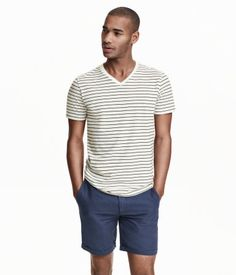 CONSCIOUS. V-neck T-shirt in jersey made from an organic cotton blend.