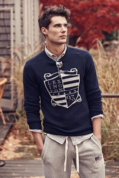 Brant Sweater in lambswool with a classic Lexington intarsia logo and embroidery at front. Wear it with an oxford shirt, a pair of jeans and a David Jacket for a Lexington look.
