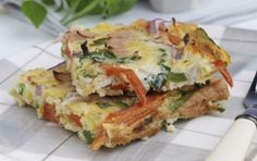 Baked omelette with vegetables Greek Recipes, Veggie Recipes, Cooking Recipes, Baked Omelette, Russian Recipes, Frittata, Lunches And Dinners, Sandwiches, Tasty