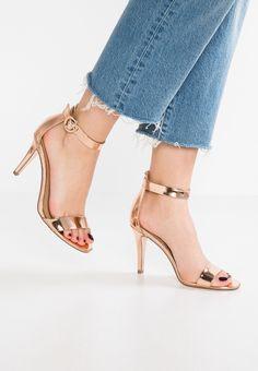 new styles 5447f bcc0f 11 bästa bilderna på Skor bal   Bridal shoe, Wedding shoes och ...