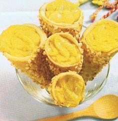 Ingredientes:   400 grs de farinha;  100 grs de manteiga;  4 ovos;  100 grs de amêndoa ralada.   Ingredientes (recheio):   4 dl de água;  ...