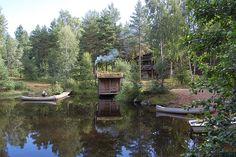 Een aantal lange afstand fietspaden komen in de buurt van de camping, dit zijn de Kronobergstrampen, Sverigeleden en Åsnen runt. Sustainability, House Styles, Cabins, Places, Image, Lifestyle, Decor, Van Camping, Dekoration