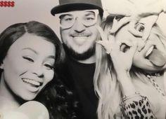 Blac Chyna e Rob Kardashian festejam o aniversário de Khloé Kardashian   Blac Chyna e Rob Kardashian tem se aproximado cada vez mais da irmã Khloé Kardashian que comemorou seu aniversário segunda -feira dia 27.06 nos Estados Unidos em um fliperama. Boa parte da familia estava presente incluindo Kylie Jenner e ao que tudo indica a familia está aceitando Blac. Chyna postou em seu instagram varias fotos ao lado ate da matriarca do clã Kardashian/Jenner.  BLAC CHYNA KLHÓE KARDASHIAN ROBERT…