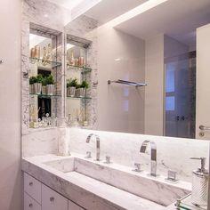 lindo banheiro com nicho de mármore