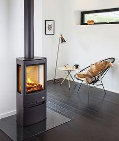 Wiking Miro 1 væghængt brændeovn m/sideglas og incl. Stove Fireplace, Fireplace Mantels, Fireplaces, Stove Accessories, Living Area, Living Room, Cottage Homes, Wood Burning, Sweet Home