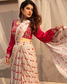 Indian Gowns Dresses, Indian Fashion Dresses, Dress Indian Style, Indian Designer Outfits, Blouse Back Neck Designs, Fancy Blouse Designs, Trendy Sarees, Stylish Sarees, Lehenga Designs