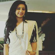35 Gorgeous Kerala Saree Blouse Designs to try this year Onam Saree, Kasavu Saree, Kalamkari Saree, White Saree Blouse, Cotton Saree Blouse, Saree Dress, Black And White Saree, Kerala Saree Blouse Designs, Set Saree
