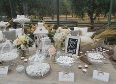 Sono i dettagli a rendere unica l'atmosfera di un matrimonio. Tableau mariage, lanterne e candele conferiscono un impronta di stile ad ogni ricevimento.