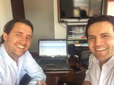 Terminando sesión de Coaching con Andrés en mi oficina. Dice que lo que mas importante en nuestra lluvia de ideas, fue poder saber como ampliar el mercadeo y promoción de su negocio www.BeGourmet.co Tu también puedes #emprender efectivamente.