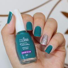 Glitter and green nails. Nail art. Nail design. Polish. Polishes. Mergulho Noturno da Colorama e o glitter prata Margarita da Realce. by @morganapzk