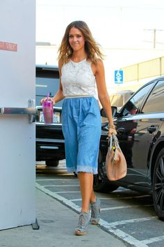 Jessica Alba – Arriving at her office in Santa Monica