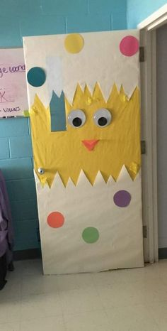 Thinking about Spring Classroom decorations or Easter decorations for Classroom? Take quick clues from this Easter and Spring Classroom Door Decorations. Door Decoration For Preschool, Decoration Creche, Board Decoration, Birthday Calendar Classroom, Classroom Door, Anime Classroom, Classroom Memes, Classroom Displays, Google Classroom