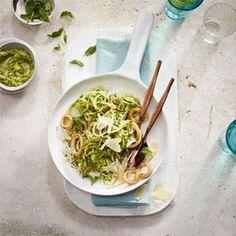 Courgetti with pea and mint pesto, and chilli calamari Easy Weekday Meals, Italian Recipes, Italian Foods, Calamari, Molecular Gastronomy, Cooking Classes, Food Presentation, Food Plating, Mascarpone