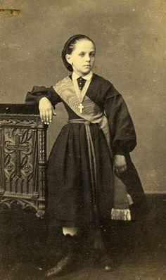 Young Girl Fashion Paris Early Studio Photo Pierre Petit Old CDV 1860