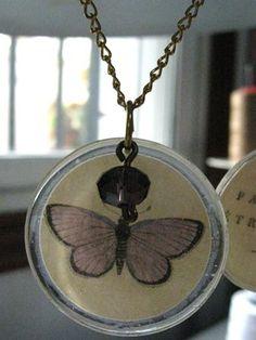 Tercer colgante de la colección de mariposas.