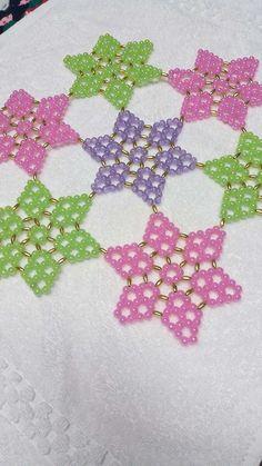 Bead Crafts, Diy And Crafts, Crochet Beach Dress, Cross Stitch Cards, Bead Patterns, Bead Art, Beaded Jewelry, Helmet, Beads