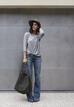 fall / winter - street style - street chic style - casual outfits - fall outfits - easy outfits - grey long sleeve t-shirt + flare jeans + black wedges + olive hobo bag + olive fedora Fashion Mode, Look Fashion, Womens Fashion, Jeans Fashion, Fall Fashion, Fall Outfits, Casual Outfits, Cute Outfits, Moda Outfits