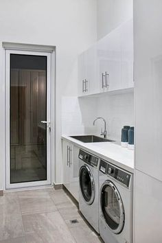 A laundry just needs to be functional. Here are some incredible small laundry room ideas and designs. room ideas modern Gorgeous Laundry Room Ideas for Small Space - TELLADESIGN Vintage Laundry Room, Vintage Laundry Room Decor, Room Storage Diy, Laundry In Bathroom