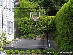 Small side yard basketballcourt w/ boxwood and net barriers