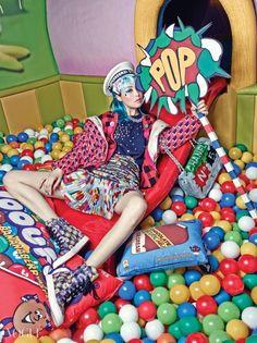 캔디 컬러들로 가득한 올가을 팝아트 패션 - VOGUE.co.kr