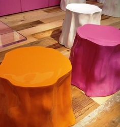 Lacquered tree trunk stools in bright colors! DIY?