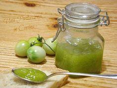 La marmellata di pomodori verdi è una conserva di stagione sfiziosa e originale, perfetta da accompagnare con formaggi e salumi sta ...