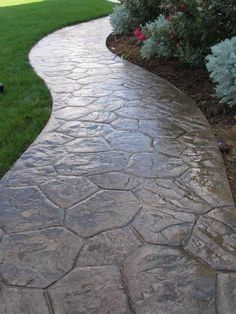 Walkway landscaping Gehweg aus gepresstem Beton How to Protect Yourself When Purchasing a Home When Stamped Concrete Walkway, Concrete Pathway, Flagstone Walkway, Walkways, Stamped Concrete Designs, Concrete Stamping, Front Walkway Landscaping, Outdoor Walkway, Outdoor Landscaping
