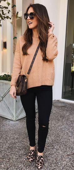 #fall #outfits beige sweatshirt with black leggings